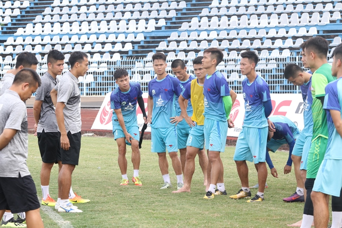 Những nụ cười lạc quan của các chàng trai Phù đổng FC trước trận gặp Cần Thơ