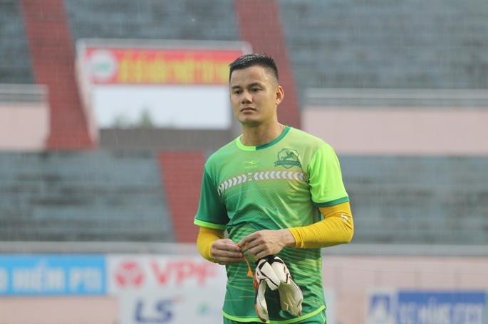 Cận cảnh CLB Phù Đổng đội mưa tập luyện trước trận đấu với CLB XM Fico Tây Ninh.