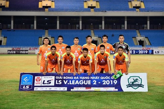 """Vòng 13 hạng Nhất QG: Đánh bại Long An, Phù Đổng FC giải """"cơn khát"""" điểm."""